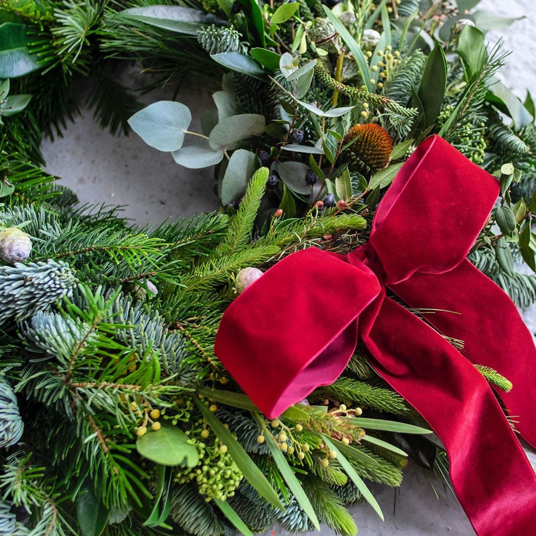 22-christmas-wreath-ideas-that-make-your-door-charming-2020