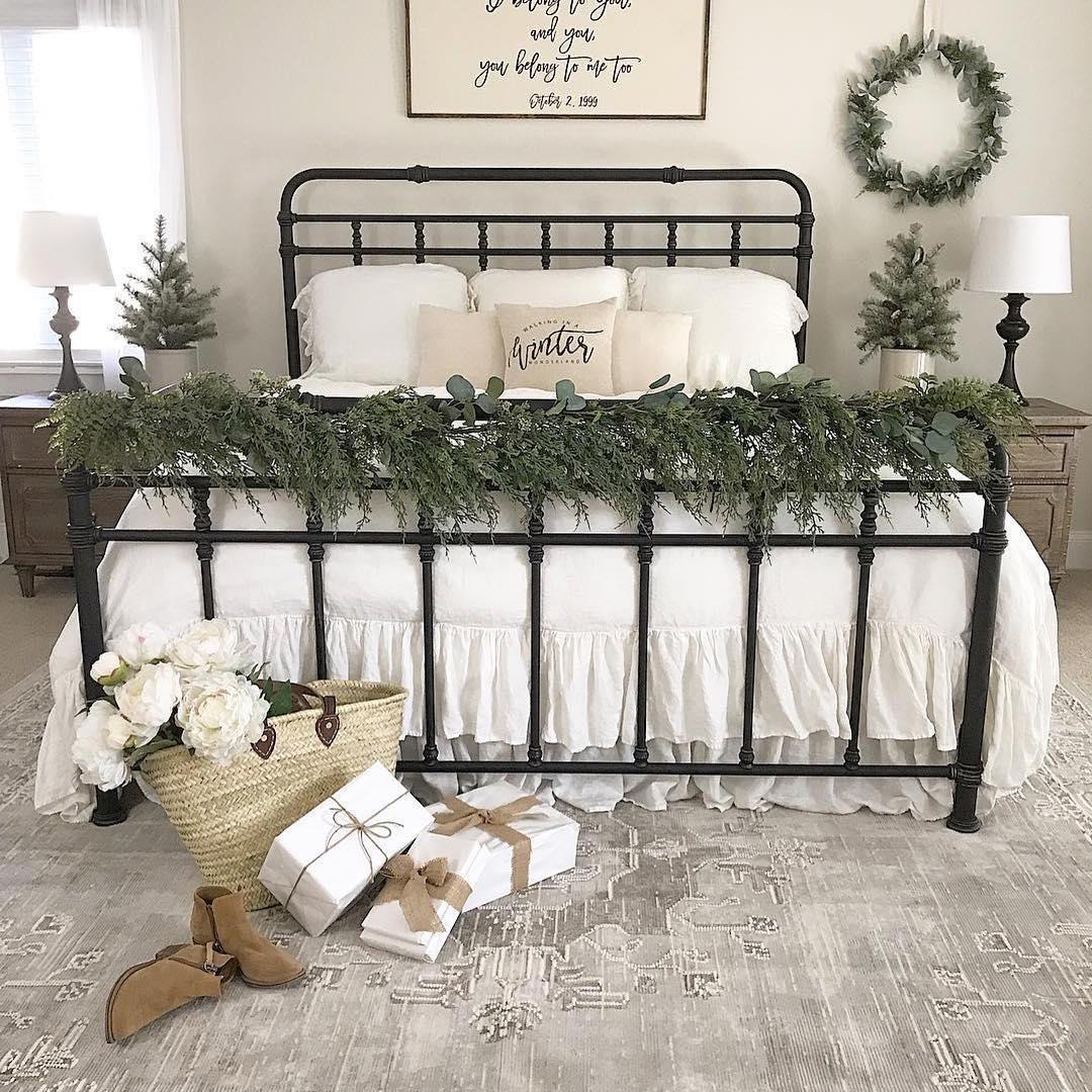 top-37-christmas-bedroom-decorations-ideas-2020