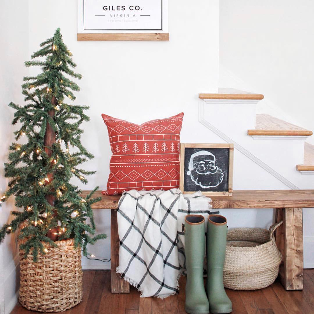 20-fresh-christmas-entryway-decorating-ideas-2020